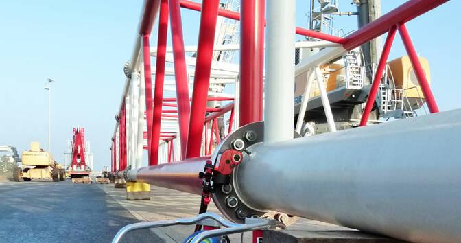 Гайковерт CX 2 затягивает болтовые соединения противовеса кранового судна