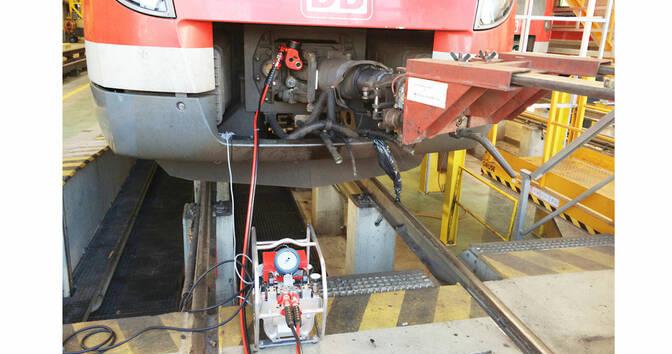 CX 5 на болтах муфты железнодорожного вагона