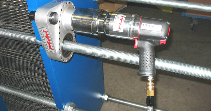 Head exchanger application 2 for the pneumatic torque wrench PDS