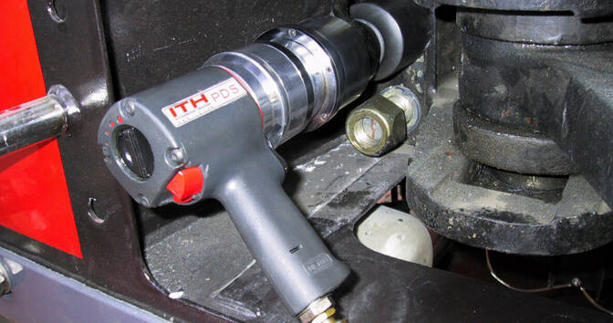 Pneumatic torque wrench PDS on a clutch of a tractor unit