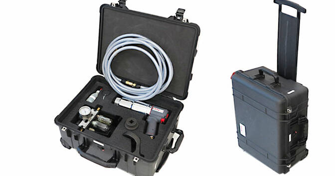 Transport case with telescopic arm