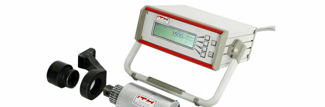 Датчик прибора для измерения значений момента затяжки адаптируется к конструкции конкретного гайковерта ITH