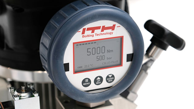 New optional digital gauge displays both pressure and torque when powering hydraulic torque wrenches – a unique function within this application.