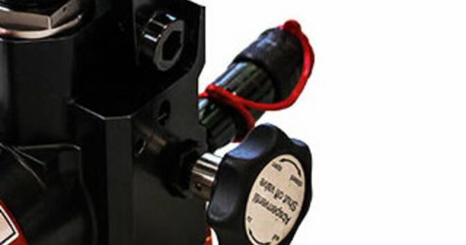 Запорный клапан и гидравлический соединитель