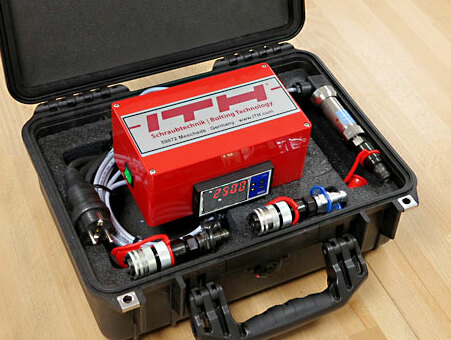 ITH digital measurement gauge and transport case